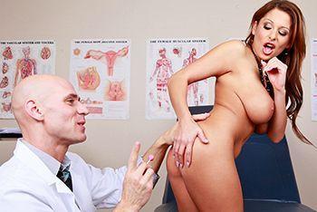 Смотреть порно гинеколога со стройной пациенткой