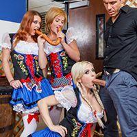 Смотреть порно сисястой официантки в униформе с клиентом