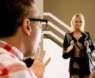 Порно незнакомца со зрелой соблазнительной блондинкой - 1