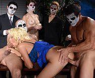 Смотреть групповое порно с двойным проникновением с красивой секретаршей с большими сиськами - 3