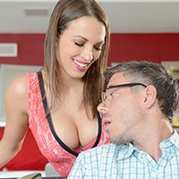 Смотреть красивый секс с выразительной молоденькой шатенкой