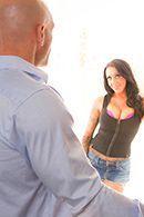 Смотреть красивое порно с горячей брюнеткой с большой грудью #2