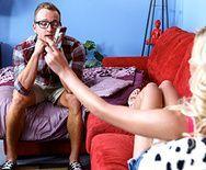 Секс стройной блондинки с упругими сиськами с лучшим другом - 1