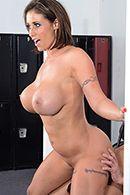 Смотреть горячий секс с пышной брюнеткой в спортзале #4