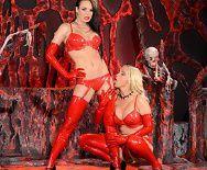 Адский секс втроем с ненасытными сексуальными девушками в униформе дьяволицы - 1