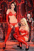 Адский секс втроем с ненасытными сексуальными девушками в униформе дьяволицы #2