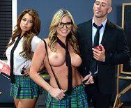 Порно сисястой блондинки в униформе с любимым учителем - 1