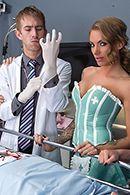 Порно стройной медсестры с доктором на работе #3
