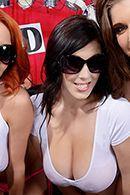 Групповой секс с красотками на порно шоу #1