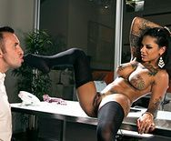 Шикарный секс с ненасытной стройной брюнеткой - 2