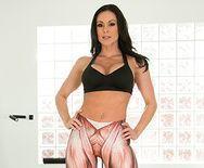 Смотреть шикарный секс с красивой гимнасткой в спортзале - 1