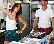 Смотреть порно со стройной рыженькой милашкой на кухне - 1