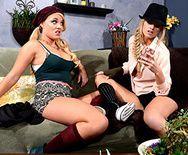 Групповой трах с молодыми блондиночками лесбиянками с маленькими сиськами - 1