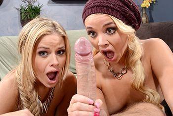 Привлекательные блондинки устроили секс втроем