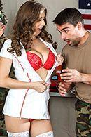 Смотреть анальный секс солдата с симпатичной пышной медсестрой #2