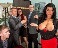 Горячее порно молодого сотрудника с горячей начальницей в офисе - 1