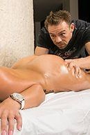 Смотреть секс массажиста с брюнеткой с аппетитными сиськами #3
