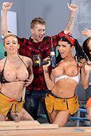 Смотреть групповое порно на стройке с горячими красотками #2