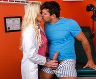 Порно молоденькой докторши в чулках с пациентом - 2