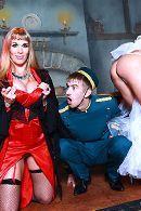Анальный секс швейцара с развратной мамашкой и ее дочкой шлюхой #2