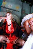Анальный секс швейцара с развратной мамашкой и ее дочкой шлюхой #3