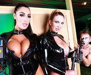 Горячие лесбиянки в униформе наслаждаются большим членом друга - 2