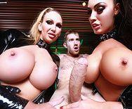 Горячие лесбиянки в униформе наслаждаются большим членом друга - 3