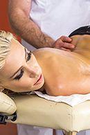 порно массажиста с худенькой блондинкой #2