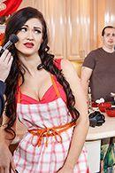 Вагинальный секс на кухне с брюнеткой в чулках #3