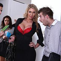 Смотреть горячий секс с пылкой блондинкой в больнице