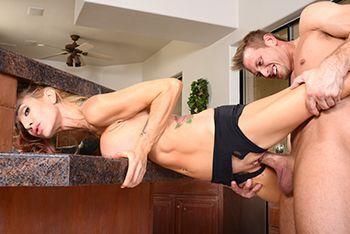 Смотреть страстный секс со взрослой гимнасткой