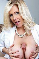 Порно молодого парня со взрослой пышногрудой блондинкой #3
