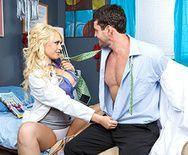 Порно доктора с привлекательной блондинкой в палате - 1