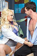 Порно доктора с привлекательной блондинкой в палате #2