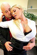 Смотреть жесткий анал со взрослой блондинкой в офисе #2