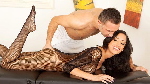 Смотреть жаркий секс красивой латинки с массажистом