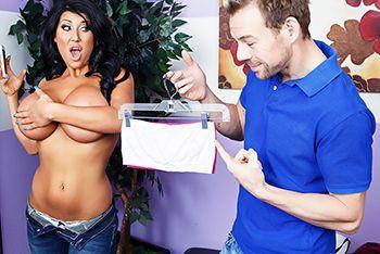 Смотреть порно молодого парня с аппетитной мамашей