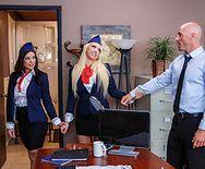 Смотреть секс втроем в ванной с горячими сучками в униформе стюардесс - 1