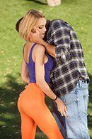 Секс на природе с молоденькой худой блондинкой с упругими сиськами #2