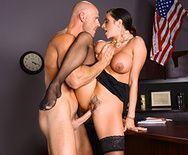 Жаркое порно в офисе с сексуальной бизнес леди - 5