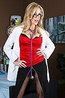 Порно зрелой докторши с молодым пациентом в палате #1