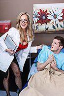 Порно зрелой докторши с молодым пациентом в палате #2