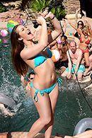Вечеринка у бассейна закончилась страстным групповым сексом #2