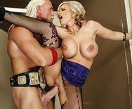 Порно со сногсшибательной блондинкой в туалете - 5