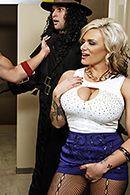 Порно со сногсшибательной блондинкой в туалете #2