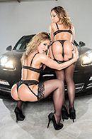 Смотреть анальный секс втроем в машине #1