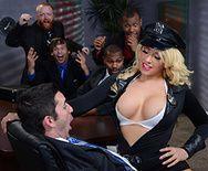 Шикарный секс в офисе с горячей блондинкой в сексуальных чулках - 1