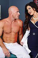 Порно молоденькой медсестры с накаченным пациентом #2