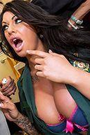 Безумный секс с шикарной медсестрой с гигантскими сиськами #2