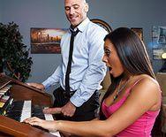 Страстный секс учителя музыки с пышной красоткой - 1